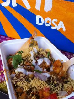 Street food as you'd find it in India. Minus the imodium. Horn OK Please Samosa Chaat, Snack Recipes, Snacks, Indian Street Food, Starters, Horn, Eat, Chicken, Snack Mix Recipes