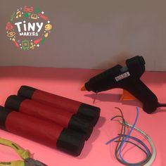 Explosivos 💣 TNT - 3° de 3 pasos  Materiales:  🎨 Pinza 🎨 Cinta Aislante  🎨 Cables 🎨 Pegamento a calor  +info en FB
