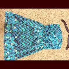 Aztec strapless party dress I love this dress! It has boning in the top to keep it up and firm and extra hook in the under layer for added support. Gianni Bini Dresses Strapless