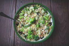 The Adamant Wanderer: Zielona sałatka z makaronem orzo. Orzo, Vegan Vegetarian, Sprouts, Feta, Cabbage, Salads, Vegetables, Cabbages, Vegetable Recipes