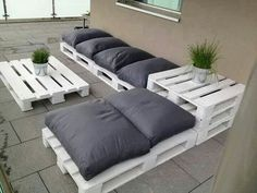 garden furniture made from pallets Pretty cool :')