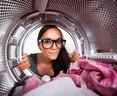 Avant de penser à remplacer votre machine à laver, essayez d'abord de la nettoyer proprement. Il y a des chances qu'elle fonctionne de nouveau après coup !