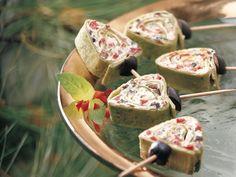 Botanita de tortilla de harina con queso crema,para agasajar a los invitados en forma de arbolitos de navidad.