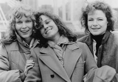 Still of Mia Farrow, Barbara Hershey and Dianne Wiest in 'Hannah and Her Sisters', 1986