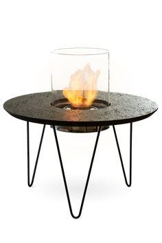 Fire Table Round je malý očarujúci konferenčný stolík so vstavaným krbom. Vďaka svojej kompaktnej veľkosti sa zmestí aj v malom interiéri, ale zároveň môže byť výbornou ozdobou do väčších priestorov. Navrhnuté Planika Studio.  Fire Table Round sa perfektne hodí do každého tradičného aj moderného priestoru, vďaka čomu je veľmi univerzálny. Tento produkt kombinuje funkčnosť a jedinečný, nekonvenčný dizajn, vďaka čomu je ideálnou voľnou dekoráciou. Fall Fireplace, Ceramic Fiber, Fire Table, Installation Manual, Small Apartments, Outdoor Living, Living Spaces, Indoor, Ale