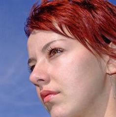 La Adolescencia: Acné del adolescente. - El acné es una de las enfermedades más frecuentes en la adolescencia, entre los doce y veinte años, aunque puede persistir más allá de los treinta años. Se caracteriza por la inflamación de los folículos sebáceos. - http://www.feminaactual.com/acne-del-adolescente.a.aspx