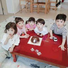 New baby fotos boy parents ideas Cute Asian Babies, Korean Babies, Asian Kids, Cute Babies, Cute Family, Baby Family, Baby Boy, Baby Kids, Twin Babies