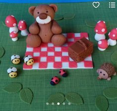 Picnic & Teddy Bear Fondant Cake Set by XbakesbyXimena on Etsy 3d Figures, Party Needs, Large Flowers, Flower Crown, Gingerbread Cookies, Cake Toppers, Picnic Blanket, Fondant, Cakes
