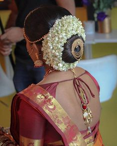 32 Ideas for south indian bridal hairstyles style South Indian Wedding Hairstyles, Bridal Hairstyle Indian Wedding, Bridal Hair Buns, Bridal Hairdo, Hairdo Wedding, Wedding Day Makeup, Bridal Makeup Looks, Indian Bridal Makeup, Indian Hairstyles