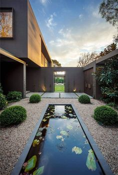 Best Ideas For Modern House Design & Architecture : – Picture : – Description Stunning linear water feature in a contemporary feature garden Design Exterior, Modern Exterior, Facade Design, Exterior Paint, Modern Architecture House, Architecture Design, Modern Landscaping, Pond Landscaping, Interior Design Inspiration