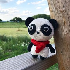 Momo the panda enjoying a nice view. Crochet your own panda with the DIY Fluffies pattern. Available in English, German and Dutch www.mariskavos.nl