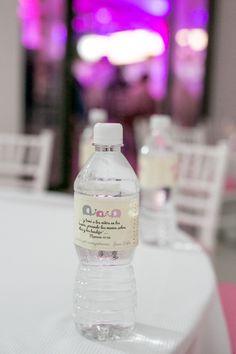 Botellas de agua con etiqueta para bautizo
