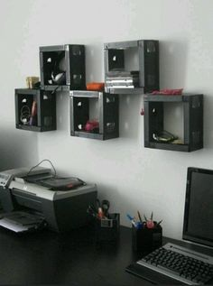 Looking for ideas to re-use VHS tapes for something cool? Check out our top ideas for motivation and re-use VHS tapes with style. With these DIY ideas you can even build a table out of VHS tapes! Vhs Crafts, Cassette Tape Crafts, Vhs Cassette, Vhs Tapes, Hat Storage, Storage Cubes, Box Shelves, Wall Shelves, Storage Shelves