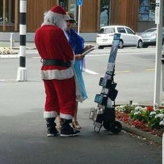 Santa Claus learns from the Jehovah's Witnesses about Christmas Jehovah's Witnesses Humor, Jehovah S Witnesses, Jw Bible, Bible Truth, Jehovah Witness Christmas, Kingdom Ministry, Jehovah Names, Public Witnessing, Jw Humor