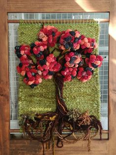 Telar de árbol enmarcado. Realizado por CreArteLana.  #creartelana Diy Crafts Slime, Slime Craft, Jo Wood, Crochet Art, Weaving Patterns, Grapevine Wreath, Grape Vines, Fiber Art, Loom