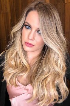 Hair Color 2018 Blonde To Light Gold Shade ❤️ Try out our stunning ideas of dark blonde hair and get inspiration for great changes and new life to slay in the New Year of ❤️ # Discovred by : Love Hairstyles Ombre Blond, Dark Blonde Hair Color, Best Ombre Hair, Medium Blonde Hair, Balayage Blond, Blonde Hair Looks, Blonde Hair Shades, Gold Blonde, Honey Blonde Hair