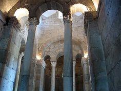Arquitectura visigoda. Interior de laa Iglesia de San Fructuoso de Montelios. Portugal.