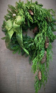 Good Pictures unique Christmas wreaths Popular Did you know anyone can make your personal Christmas time wreath? Christmas wreaths include a great Christmas Greenery, Ribbon On Christmas Tree, Christmas Door, Green Christmas, Outdoor Christmas, All Things Christmas, Winter Christmas, Christmas Holidays, Christmas Crafts