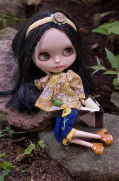 Miss Sunshine. Peasant Top, Sugar Mountain Capris, Headband and Beaded Necklace For Blythe Doll