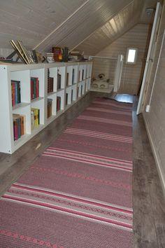 Kirjaston pitkä matto