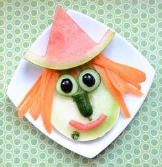 halloween snacks - Cute Snack Idea: A Halloween Witch - Halloween Food Crafts, Healthy Halloween Snacks, Halloween Treats, Halloween Prop, Halloween Witches, Happy Halloween, Halloween Decorations, Cute Snacks, Dog Snacks