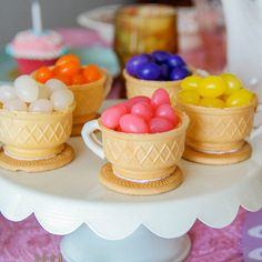 These Alice in Wonderland tea party treats are a cinch to assemble and will ensure that each guest at your child& birthday party gets his or her fill. Girls Tea Party, Tea Party Birthday, Tea Party For Kids, Party Ideas For Kids, Tea Parties, Bolo Do Mario, Torta Candy, Bar A Bonbon, Party Treats