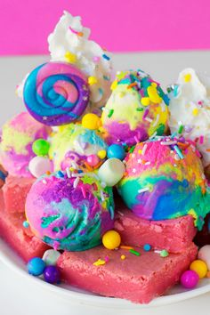 """blippo-kawaii: """"💚💙 More is more and less is a bore! 💛💜 These Unicorn Blondie Sundaes have it all: yummy pink blondies, colorful ice cream, candies & sprinkles… Let's get baking - waouh! Rainbow Ice Cream, Colorful Ice Cream, Rainbow Candy, Rainbow Food, Yummy Treats, Sweet Treats, Yummy Food, Cute Desserts, Dessert Recipes"""