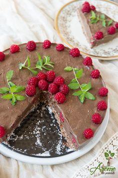 Tort raw de ciocolata cu zmeura Raw Vegan Desserts, Raw Vegan Recipes, Healthy Recipes, Lactose Free Sweets, Healthy Sweets, Veggies, Pudding, Cooking, Vegan Cheesecake