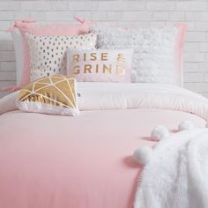 Dormify offers a ton of fashionable twin xl bedding options for your dorm room with dorm bedding sets that shows off your own personal style. Shop our collections today! Pink And Gold Bedding, Girls Comforter Sets, Dorm Bedding Sets, Dorm Pillows, Pillow Room, Blush And Gold Bedroom, Dorm Room Themes, Bedroom Themes, Room Decor Bedroom