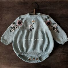 Sewing Baby Clothes, Crochet Baby Clothes, Baby Sewing, Knitting For Kids, Baby Knitting, Vintage Kids Fashion, Simple Embroidery, Stylish Kids, Baby Girl Fashion