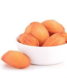 Mini-madeleines à la fraise Dog Food Recipes, Snack Recipes, Snacks, Mini Madeleines, Dessert Chef, Chips, Biscuits, Snacks Ideas, Bon Appetit