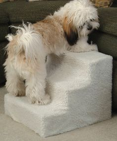 Give pets a boost with this lightweight and padded three-step staircase. Perfect for small animals or those with limited mobility, it has a removable fleece cover that can be machine washed for quick cleaning.