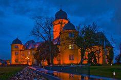 Schloss Montabaur zur blauen Stunde.