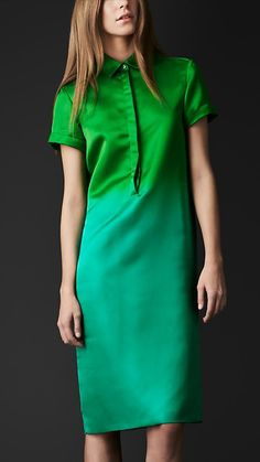.i just cant shake ombre Street Fashion, Dégradé Tunics, Dresses Up, Dresses Fashion, Satin Dégradé, Silk Satin, Burberry Silk, Burberry Prorsum, Green Dresses