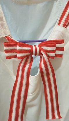 Ribbon Crafts, Ribbon Bows, Tie Belt Bow, Hobbies And Crafts, Diy And Crafts, Bow Scarf, Diy Gift Box, Gift Bows, How To Make Ribbon