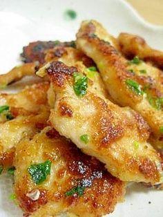 楽天が運営する楽天レシピ。ユーザーさんが投稿した「味噌こんがり☆鶏ムネ肉のねぎ味噌焼き」のレシピページです。家にあるもので、ささっと作れます。味噌が香ばしく焼けて食欲をそそります♪。鶏ムネ肉のねぎ味噌焼き。鶏胸肉,青ねぎ,小麦粉,★料理酒,★合わせ味噌,★しょうゆ,★砂糖,キャノーラ油