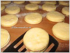 Gogosi aromate Hamburger, Cooking Recipes, Bread, Food, Beverages, Fine Dining, Chef Recipes, Brot, Essen