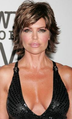 This razored shag haircut looks great on Lisa Rinna! The flipped out style and side swept bangs open up her face and show off her beautiful features. Mature Women Hairstyles, Over 40 Hairstyles, Short Shag Hairstyles, Shaggy Haircuts, Hairstyles For Round Faces, Wedge Hairstyles, Hairstyle Short, Medium Hairstyles, Hairstyles Haircuts