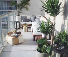 Cozy Apartment Balcony Decorating Ideas 18