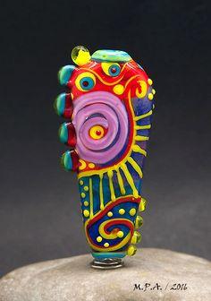 Alle meine Perlen werden mit den feinsten Glas aus aus Murano, Italien und den USA erstellt.  Meine Perlen sind kleine Kunstwerke und Ausdruck meiner Leidenschaft für Glas. Jede Perle ist einzigartig, kleine Kunstwerke, die Anzeige ihrer eigenen Seele. Sie finden nie eins wie es. Ich erstelle aus meinem Herzen. Alle Perlen Designs sind original Michou-Designs.   Maß:  59 mm lange X 10 bis 28 mm breit x 8 mm dick - Bead Hole: 1,6 mm    Achten Sie darauf, um durch den Shop für mehr awesome…