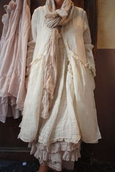 This seems to be made completly of a gauze material. Lots of layers but totaly possible to make.Formally posted by (I don't wear dresses)