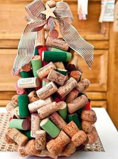 These cheap wine cork Christmas crafts are handmade and will be part of your upcycling Christmas decoration. All DIY'ers love to repurpose wine cork because Cork Christmas Trees, Homemade Christmas Tree, Handmade Christmas, Christmas Time, Christmas Decorations, Wine Cork Projects, Wine Cork Crafts, Small Xmas Tree, Wine Cork Ornaments