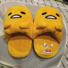Gudetama slippers - Google Search Cute Little Things, Cool Things To Buy, Stuff To Buy, Tama, Cute Egg, Cute Slippers, Kawaii Chibi, Sanrio Characters, Friends Tv