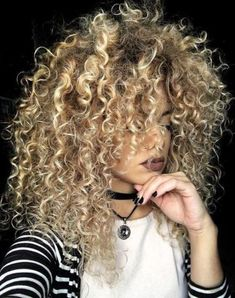 trendy hairstyles and colors side part long curly h… long curly hairstyles; trendy hairstyles and colors side part long curly hair; middle parted long curly hair - Unique Long Hairstyle Angled Bob Hairstyles, Hairstyles For Round Faces, Hairstyles With Bangs, Trendy Hairstyles, Black Hairstyles, Black To Blonde Hair, Brown To Blonde Ombre, Natural Wavy Hair, Short Wavy Hair