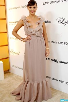 This barely there nude combined with that deep red lip is a match made in Brad Goreski's fashion heaven (rocked by Rashida Jones, of course).