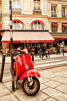 Rue du Buci, située dans les quartiers de Saint-Germain-des-Prés et de la Monnaie du 6ᵉ arrondissement de Paris.