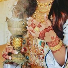 Bridal Mehndi Designs, Henna Designs, Arabian Mehndi Design, Dubai Fashionista, Balochi Dress, Antique Jewellery Designs, Henna Party, Arabian Beauty, Arab Fashion