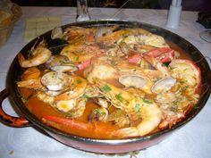 Cazuela de Mariscos (gebonden zeevruchtensoep) Carribean Food, Caribbean Recipes, Aquafaba, Mouth Watering Food, Yummy Food, Tasty, Exotic Food, Fish And Seafood, International Recipes