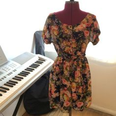 """Floral Tie Front Dress Floral Dress with buttons down the front, dark blue lining, and tie that can go in front or back, Forever 21, great condition, it just is a little short on me (I'm 5'6""""), Size S Forever 21 Dresses Midi"""