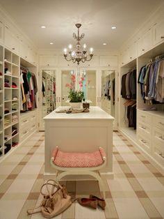 weißer begehbarer kleiderschrank im französischen landhausstil ... - Begehbarer Kleiderschrank Nutzlicher Zusatz Zuhause